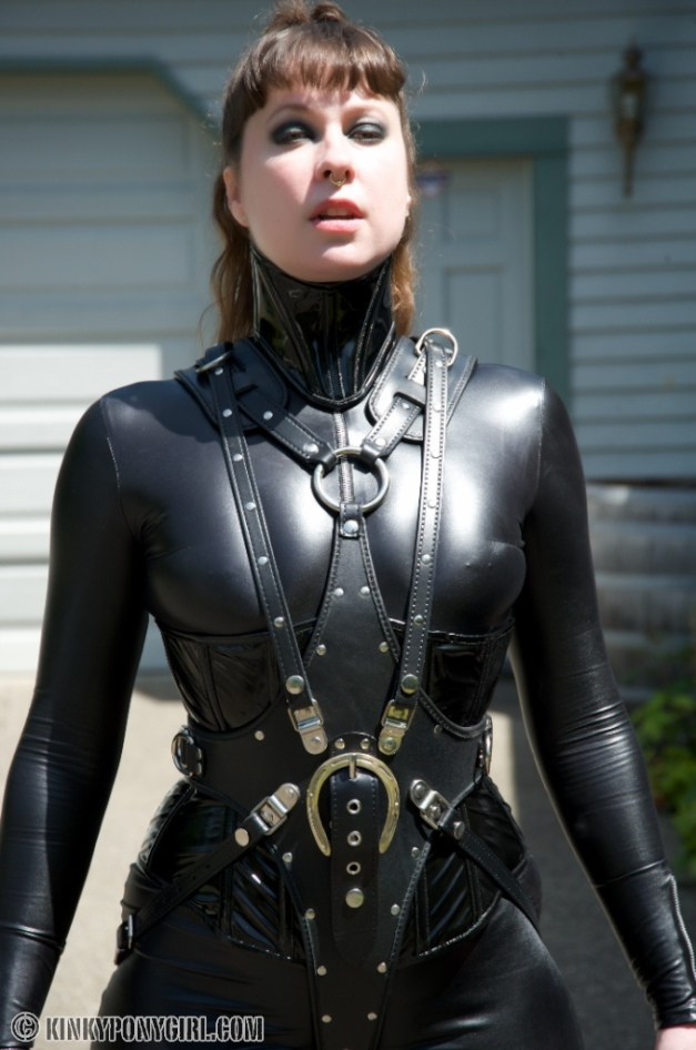 Ponygirl Anna Rose in Ledermeister Harness